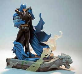 Batman Hush Batman & Catwoman Kiss Statue