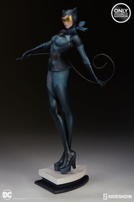 DC Comics: Artist Series - Catwoman Exclusive Statue