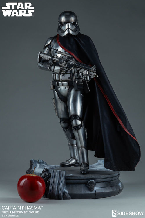 Star Wars: Captain Phasma Premium Format Figure